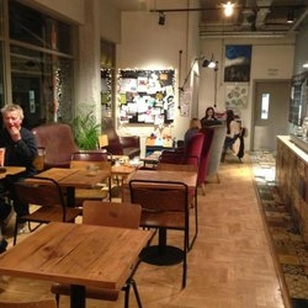 Foto vom 5. Februar 2016 18:56, Costa Coffee, 28, The Spires, High St, Barnet EN5 5XY, Vereinigtes Königreich