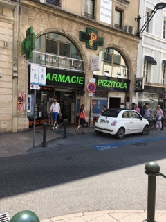 Foto vom 22. Juni 2017 12:11, pharmacie Pizzitola, 36 Rue d'Antibes, Cannes, France