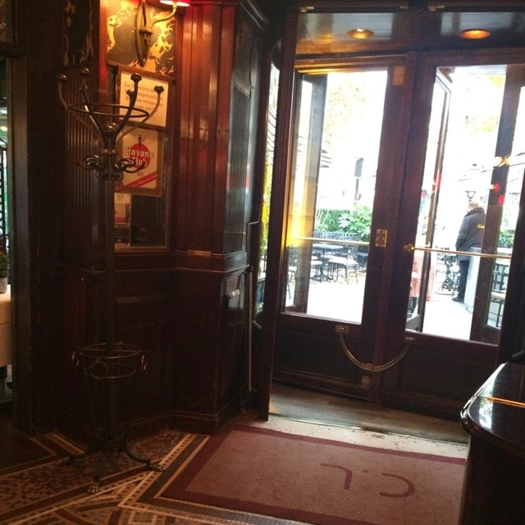 Foto del 5 de febrero de 2016 18:57, La Closerie Des Lilas, 171 Boulevard du Montparnasse, 75006 Paris, Francia