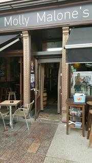 Foto del 3 de junio de 2017 13:08, Pub Molly Malone's, 1 Place d'Austerlitz, 67000 Strasbourg, Frankreich